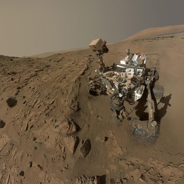 Марс,Curiosity, Марсоход Curiosity отмечает марсианскую годовщину на красной планете