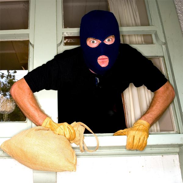 Facebook, ограбление, соц. сети, Преступник забыл выйти из Facebook в ограбленном доме