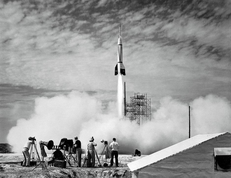 Луна: какие были планы на спутник у сверхдержав (5 фото)