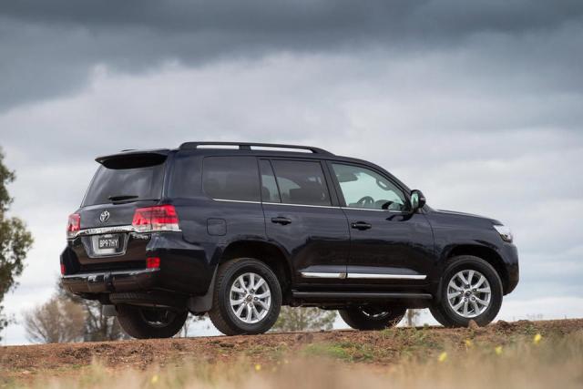 Toyota представила обновленный внедорожник Land Cruiser 200