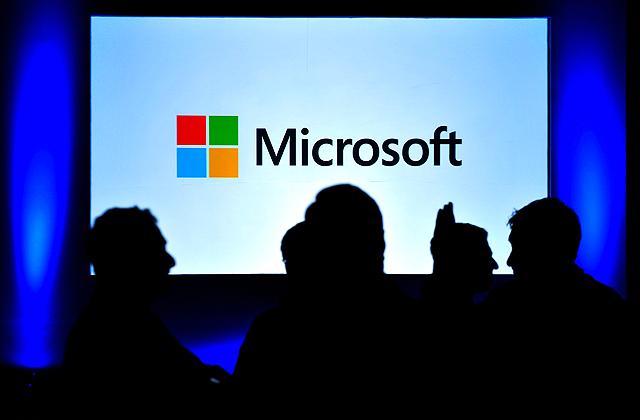 Microsoft, Apple, Windows Phone, iOS, Windows 10, Lumia, iPhone, USB, смартфон, планшет, часы, Что нового у Microsoft?